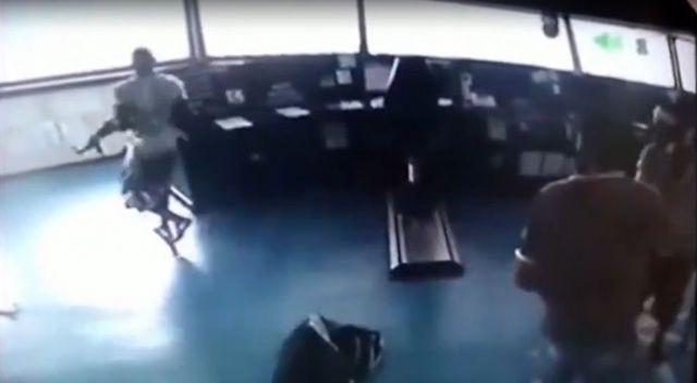 Korsan dehşeti güvenlik kameralarında, işte Türk gemisine baskın anı