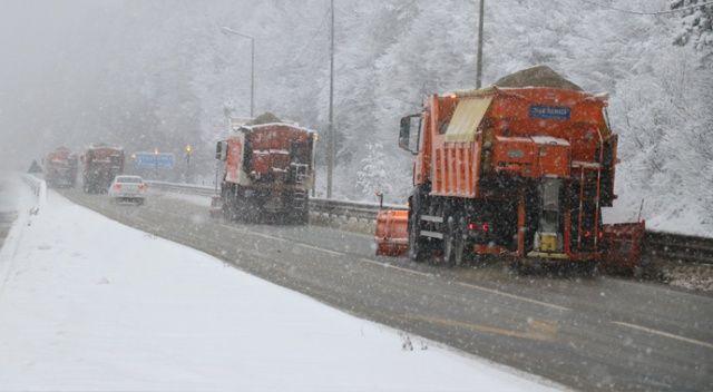 Lapa lapa kar yağdı, karayolları ekipleri seferber oldu