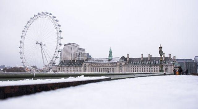Londra'da ilk kar yağdı