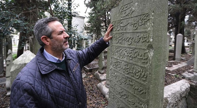 Mezar taşları için hayatını değiştirdi