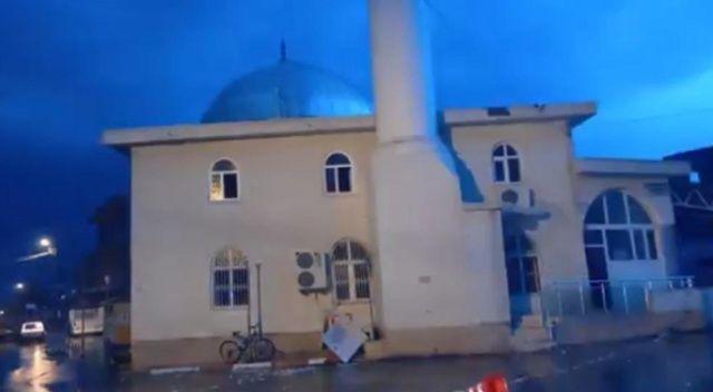 Minareye düşen yıldırım, camide hasar oluşturdu