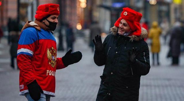 Rusya'da Covid-19 aşısı olanlara maske takma zorunluluğu kaldırılıyor
