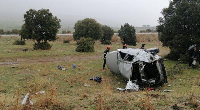 Takla atan otomobil tarlaya uçtu: 2 yaralı