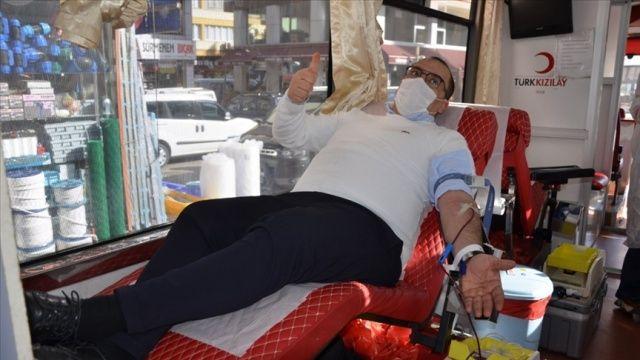 Trabzon'da kan bağışında bulunanlara Sürmene bıçağı hediye edildi