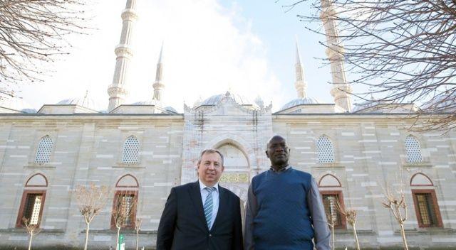 Üniversitesinden tam destek: Edirne mezunu cumhurbaşkanı adayı