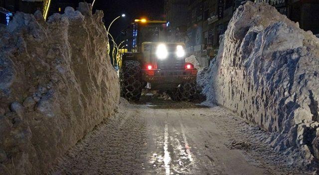 Yüksekova'da kar kalınlığı 1 metreyi geçti