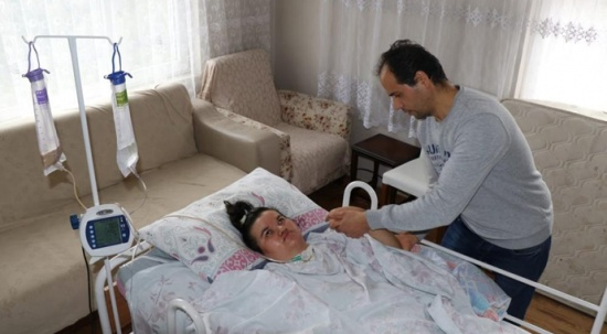 Doğumda iki kez kalbi duran kadın hayata döndü ancak yatağa bağımlı hale geldi