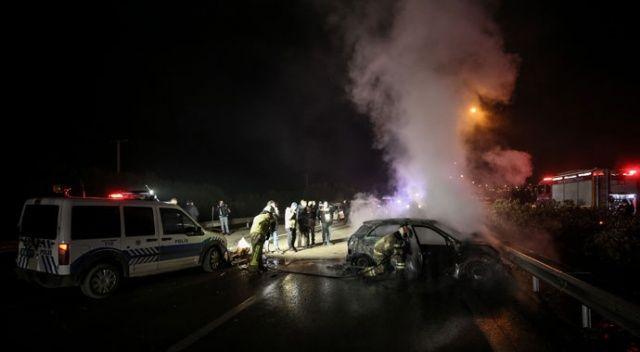'Dur' ihtarına uymayan otomobil, polis otosuna çarpıp alev aldı