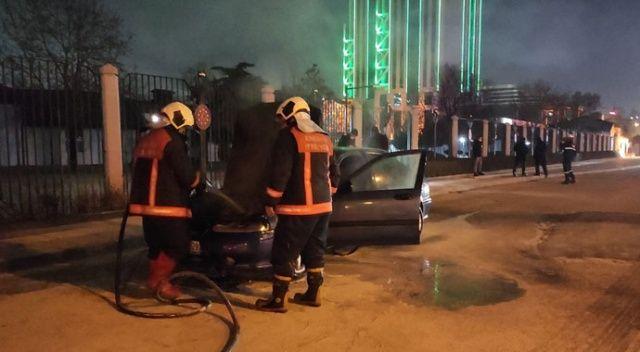 Ankara'da seyir halindeki otomobil alev aldı