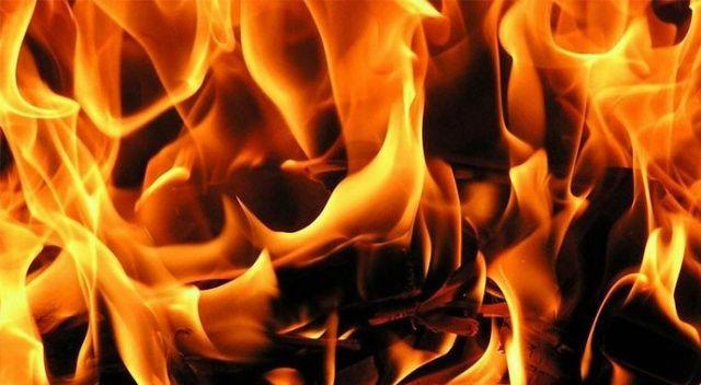 Arnavutköy'de gece saatlerinde korkutan çatı yangını