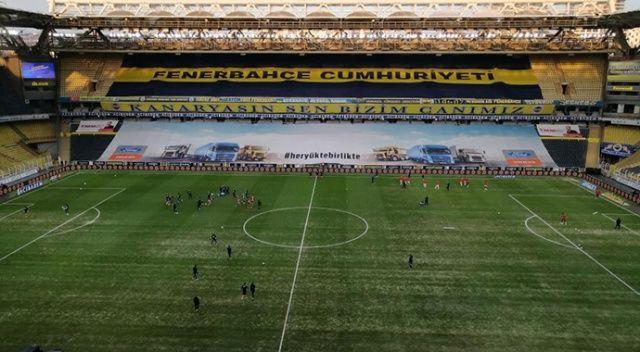 Fenerbahçe'de maç öncesi zemin onarımı dikkat çekti
