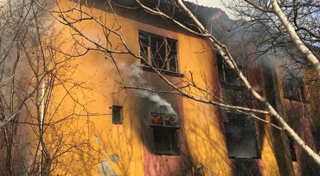 Kastamonu'da çıkan yangında 3 katlı ev kullanılamaz hale geldi