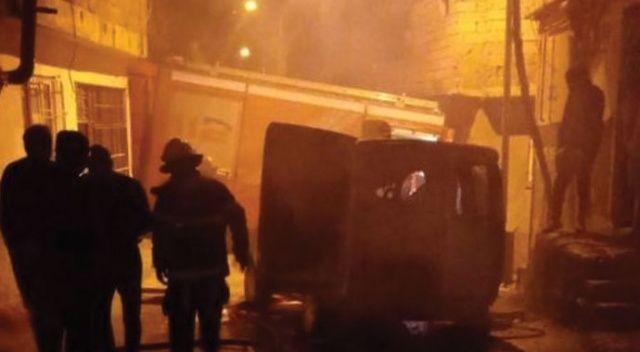 Metruk ev ile araç yangında kullanılamaz hale geldi