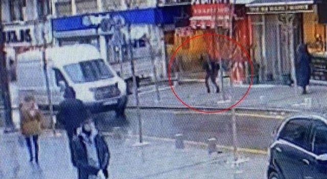 Otelin penceresinden atladı, yoldan geçen vatandaşın üzerine düştü