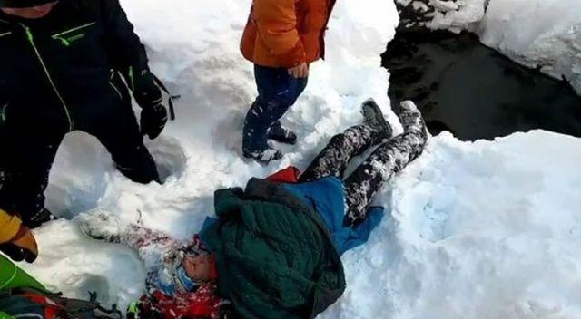 Rus genç, kayak yaparken 8 metrelik kuyuya düştü