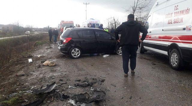 Sakarya'daki kazada ortalık savaş alanına döndü: 2'si çocuk 6 yaralı
