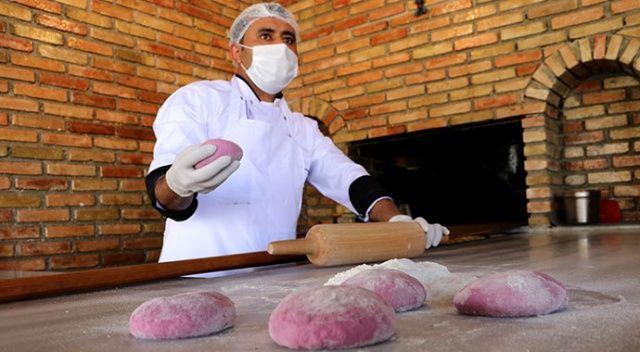 Şalgamlı ekmekle kebap yapıyor, siparişlere yetişemiyor