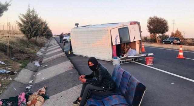 Şanlıurfa'da tarım işçilerini taşıyan minibüs devrildi: 12 yaralı
