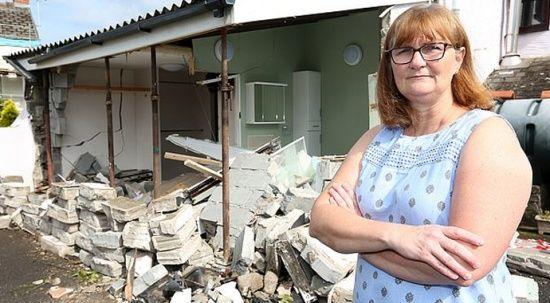 6 senede evine 21 kere araba çarptı