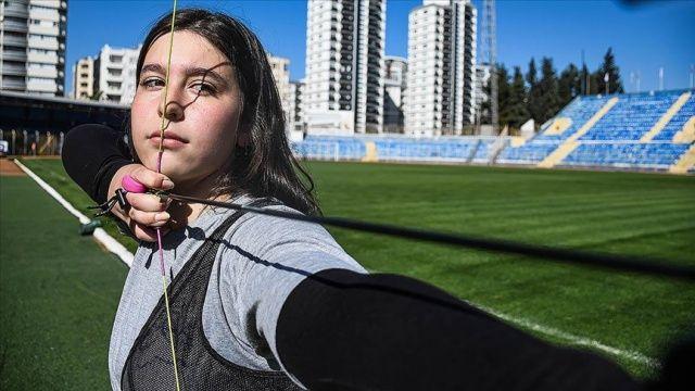 15 yaşındaki okçu Azra Özdemir'in hedefi ay-yıldızlı forma