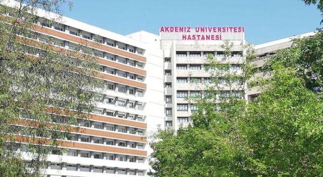 Akdeniz Üniversitesi Hastanesi ekipleri canlı yayında dört ameliyat yaptı