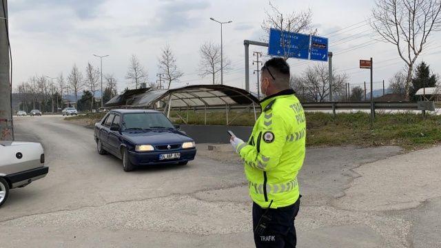 Ara sokağa giren 12 araç bağlandı, 53 sürücüye ceza yazıldı