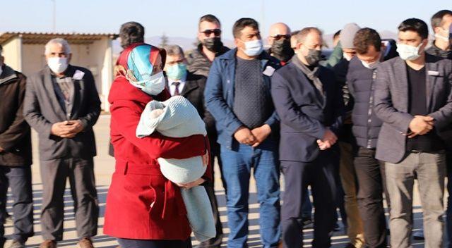 Bitlis şehidini son yolculuğuna 5 aylık bebeği uğurladı