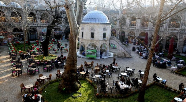 Bursa'nın tarihi hanları ve çarşıları 4 ay sonra şenlendi