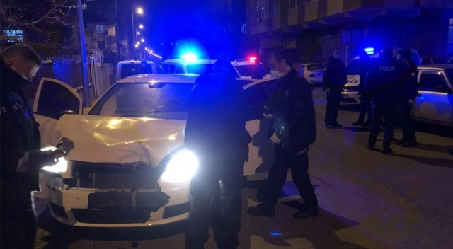 Çalıntı otomobile polisten kaçarken kaza yapınca yakayı ele verdiler
