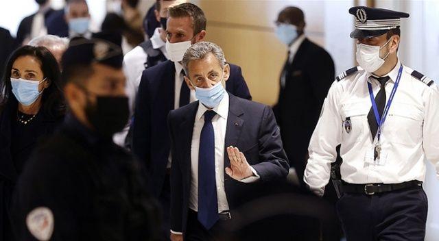 Eski Fransa Cumhurbaşkanı Sarkozy'e 3 yıl hapis cezasına çarptırıldı
