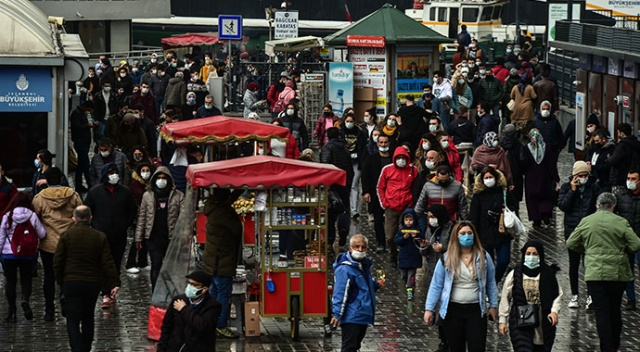 İstanbullular Eminönü'ne akın etti