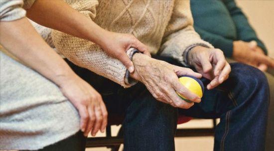 Alzheimer belirtiler çıkmadan önce kandaki işaretlerden teşhis edilecek