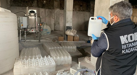 İstanbul'da 5195 litre etil alkol ele geçirildi