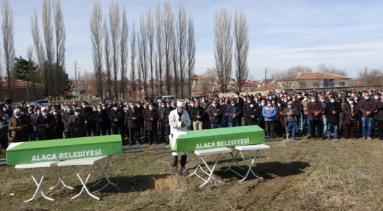 Okul servisinde öldürülen 2 öğrenci toprağa verildi