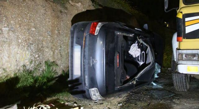 Adana'da otomobil devrildi: 2 kişi yaralandı