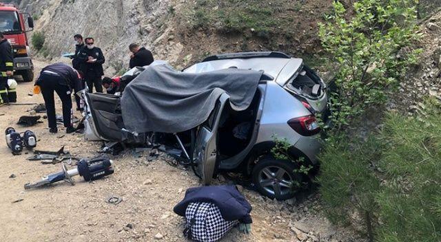 Adana'da pikap ile otomobilin çarpıştığı kazada 3 kişi öldü
