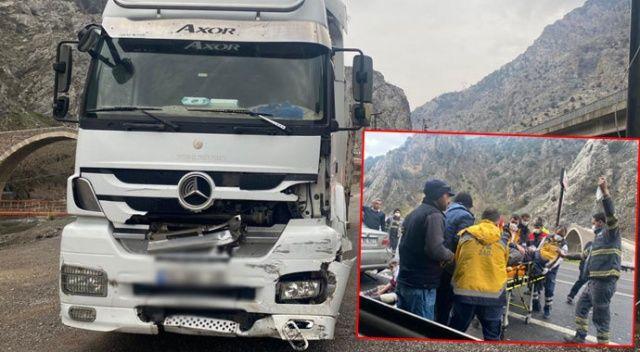 Adana'da tır otomobile çarptı: 1 ölü 4 yaralı
