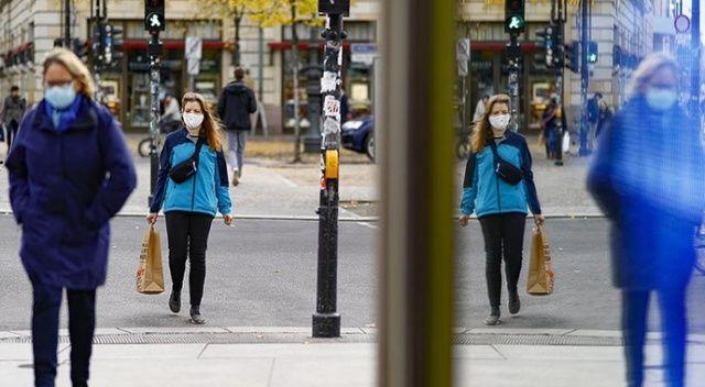 Almanya'da son 24 saatte korona virüsten 296 ölüm