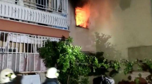 Antalya'da apartman sakinlerini sokağa döken yangın