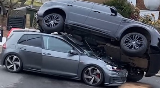 Araba hırsızı, geri vitese takarak kendisini takip eden otomobili ezdi