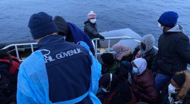 Ayvalık'ta Türk kara sularına itilen 30 Afrikalı mülteci kurtarıldı