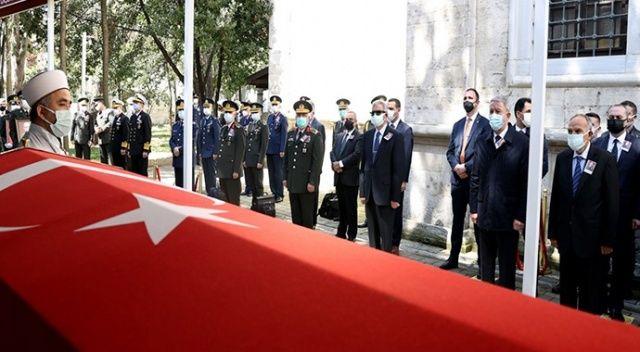 Bakan Akar, Orgeneral Üruğ'un cenaze törenine katıldı