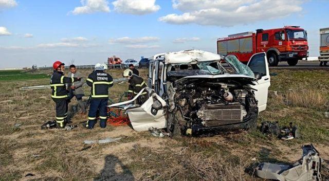 Bariyerlere çarpan kamyonet tarlaya düştü: 2 yaralı