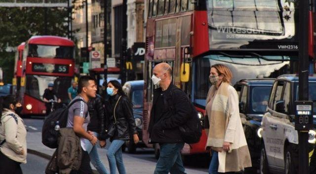 Bilim adamları: İngiltere Pazartesi sürü bağışıklığına geçecek
