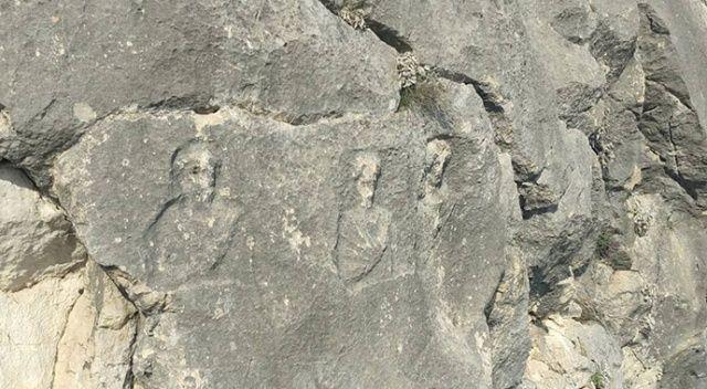 Bursa'da dev kayaların üzerinde bulunan figürler gizemini koruyor