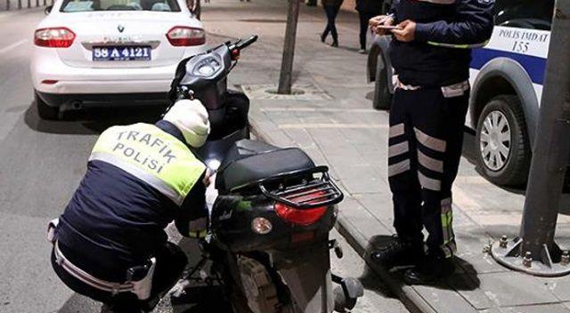 Bursa'da kısıtlamayı ihlal eden ve motosikletinin plakasını maskeyle kapatan kişiye para cezası