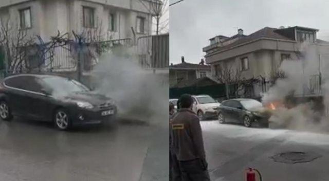 Çekmeköy'de park halindeki otomobilin alevlere teslim olduğu anlar kamerada