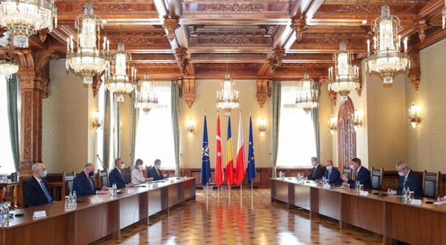 Dışişleri Bakanı Çavuşoğlu, Romanya Cumhurbaşkanı ile görüştü