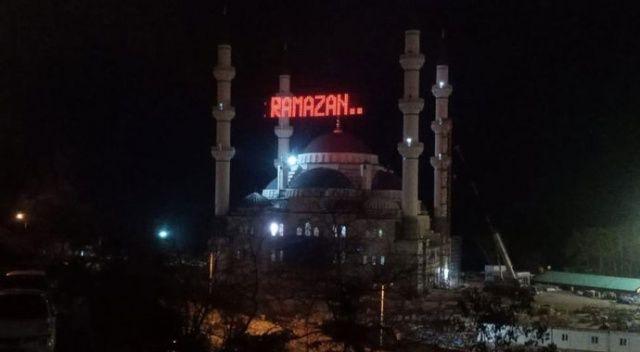 Erdoğan'ın açılışını yapacağı Uzunmehmet Camii'nde Ramazan hazırlığı