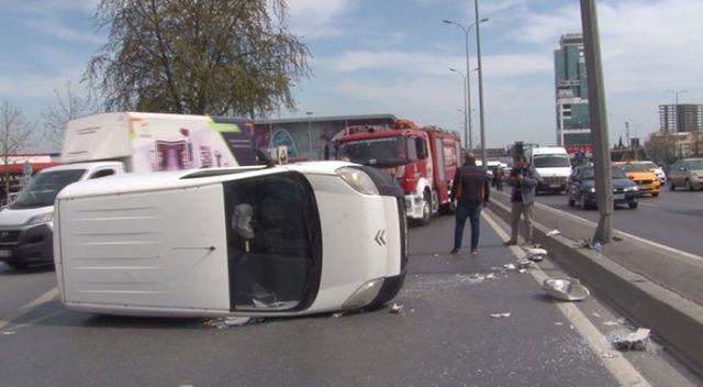 Esenyurt E-5 yan yolda trafiği kilitleyen kaza!